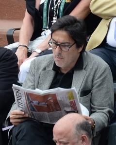 Roland-Garros-Yvan-Attal-a-trouve-un-endroit-confortable-pour-lire-son-journal_exact810x609_p