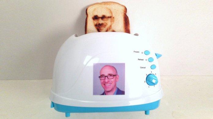 wtf-decouvrez-le-seflie-toaster-6